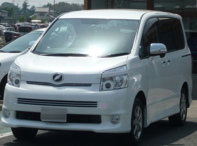 toyota voxy 2010 used for sale