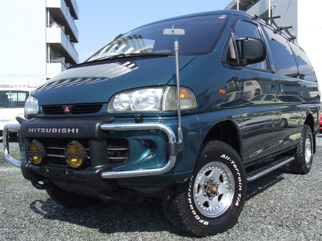 Damage details of this mitsubishi delica space gear