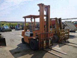 Used Toyota 2.5 ton Fork lift