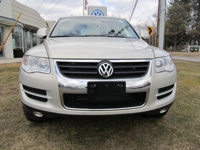 volkswagen touareg v6 tdi 2010 used for sale. Black Bedroom Furniture Sets. Home Design Ideas