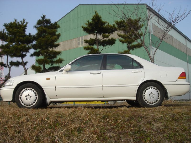 Honda Legend Sedan, 1996, damaged for sale
