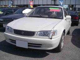 Toyota Corolla SE-saloon