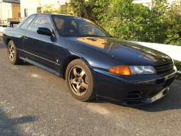 Navy blue Nissan Skyline GT-R R32, 1992 model