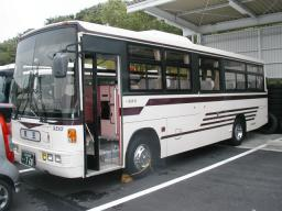 Used Isuzu 9m bus